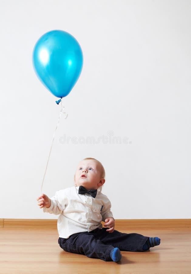 Petit garçon avec le baloon image libre de droits