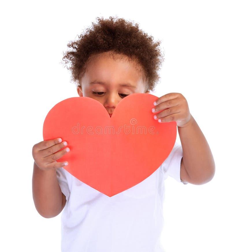 Petit garçon avec le coeur rouge images libres de droits