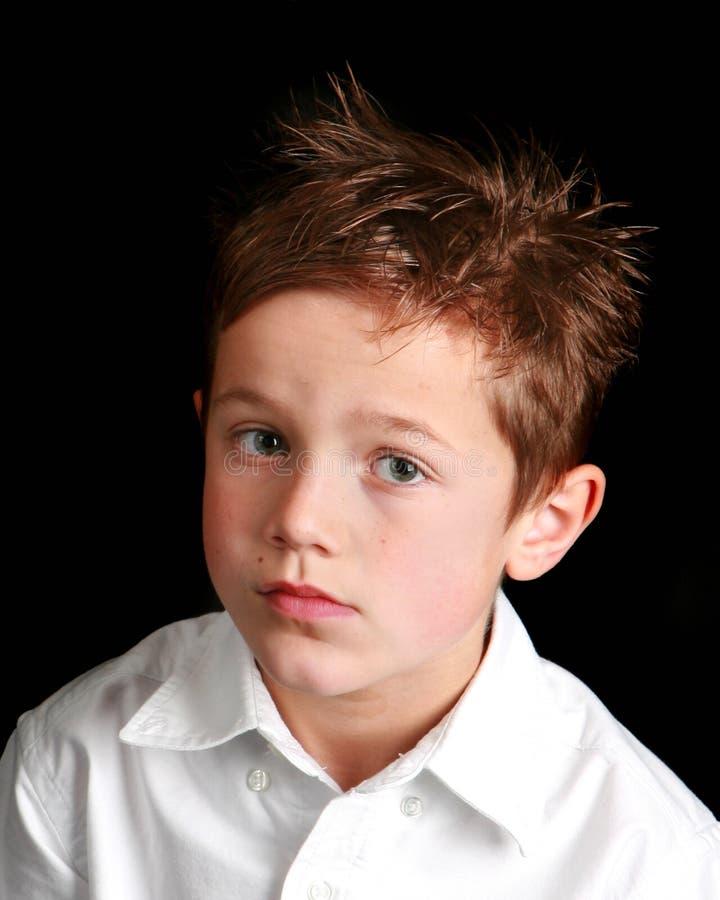 Petit garçon avec une expression désespérée photographie stock