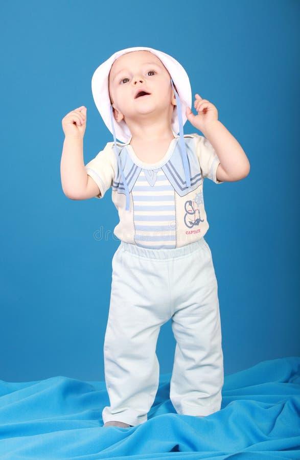 Petit garçon dans le costume de marin photo libre de droits