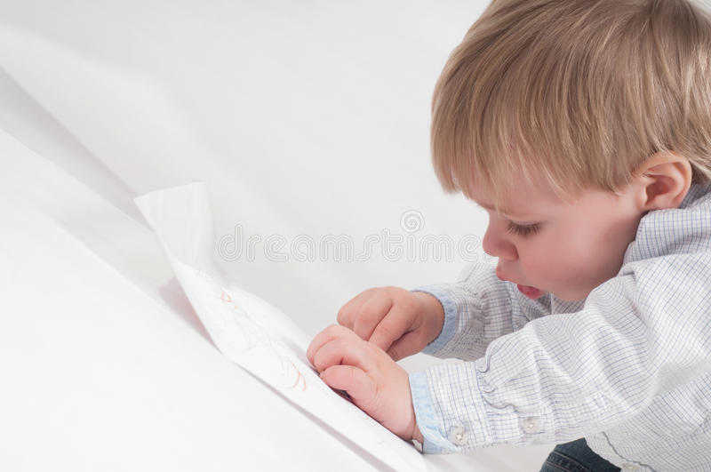 Petit garçon de dessin photos libres de droits