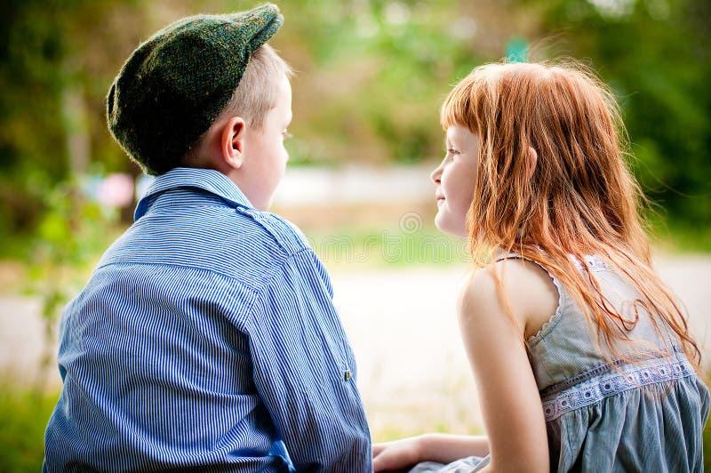 Petit garçon et fille photo libre de droits