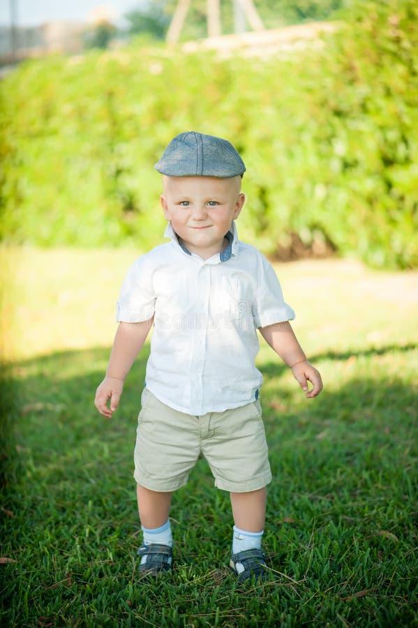 Petit garçon mignon photo stock