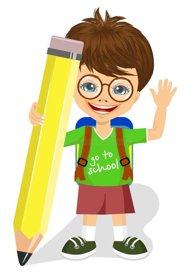 Petit garçon mignon avec des verres tenant le grand crayon jaune illustration stock