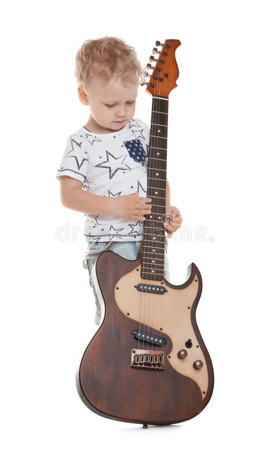Petit garçon mignon avec la guitare électrique image libre de droits