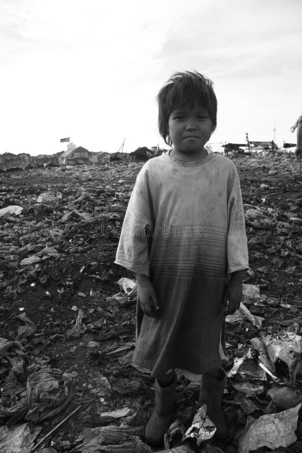 Petit garçon sans abri photo libre de droits