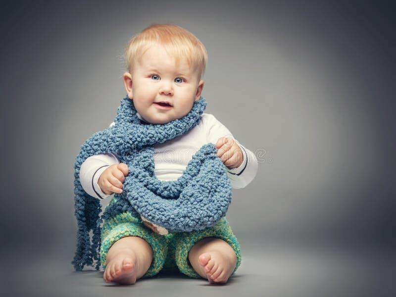Petit garçon souriant à l'appareil-photo photographie stock libre de droits