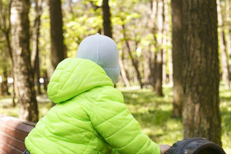 Petit garçon tourné à partir de l'appareil-photo images libres de droits