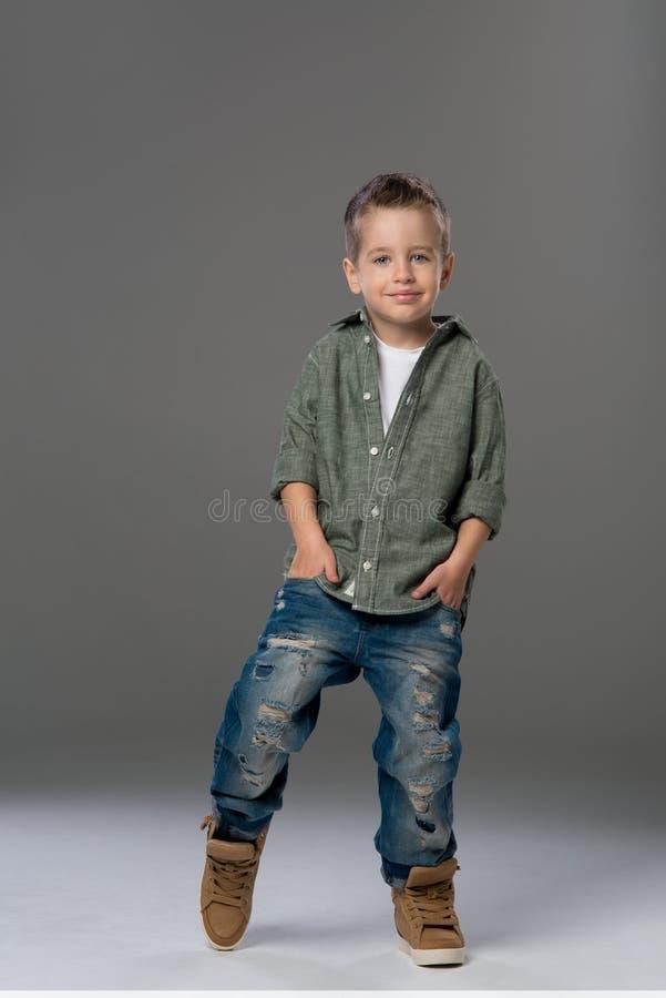 Petit garçon triste photos stock