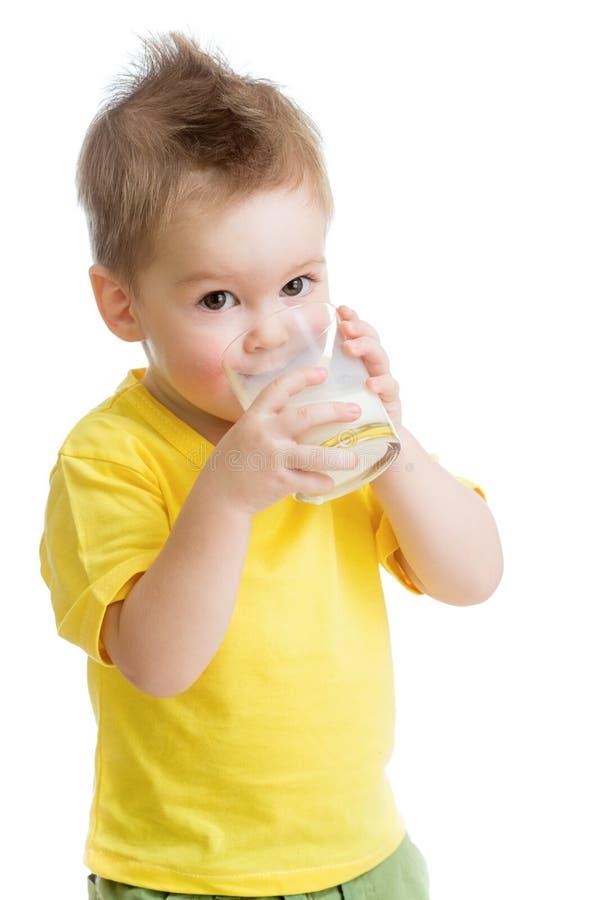 Petit gosse ou produit laitier potable d'enfant photo libre de droits
