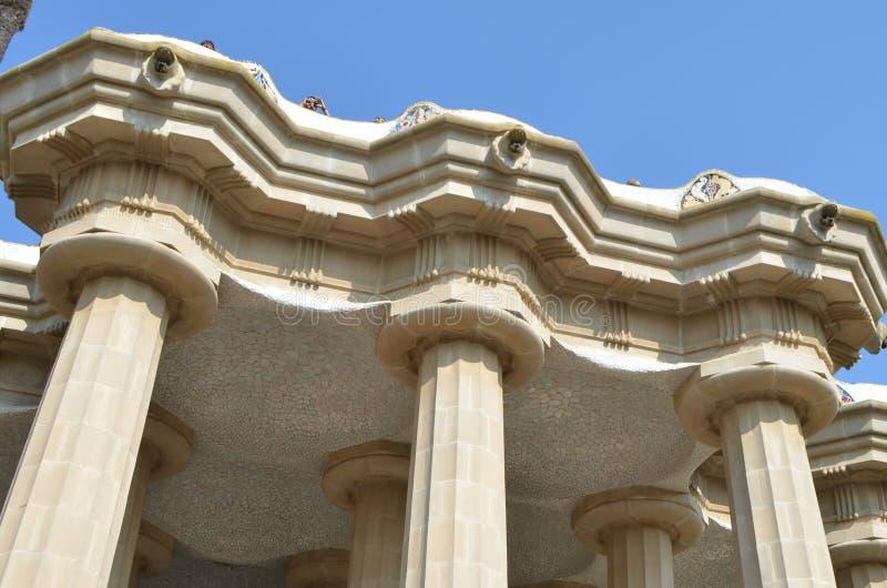 Petit groupe du robinet et colonnes de Sala Hipostila dans l'aune de ¼ du parc GÃ à Barcelone, Espagne images stock