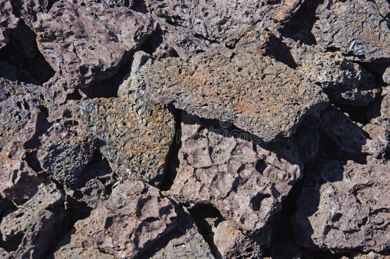 Petit groupe, lave rugueuse d'éruption volcanique antique, image stock