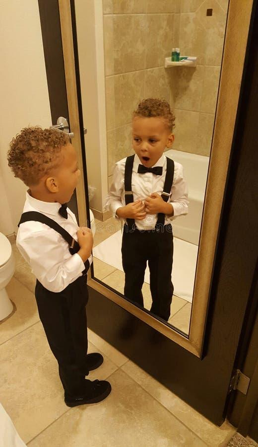 Petit homme dans le miroir photos libres de droits