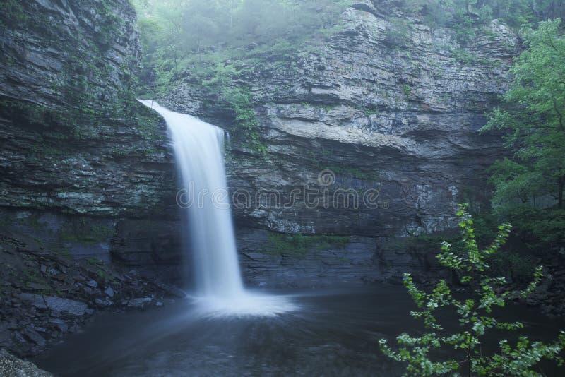 Petit jeandelstatspark Cedar Falls Cedar Creek royaltyfria bilder