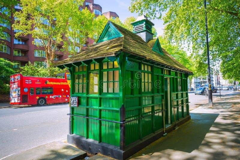 Petit kiosque de nourriture pour des chauffeurs de taxi à Londres photo stock
