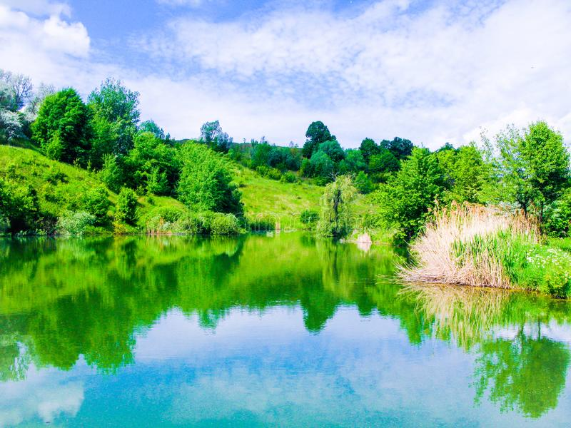 Petit lac de calme de mai photographie stock