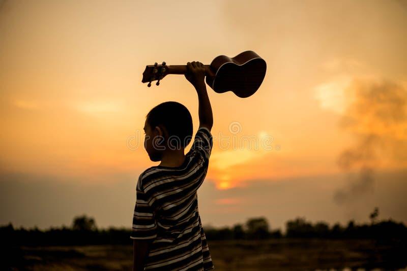 Petit musicien photo libre de droits