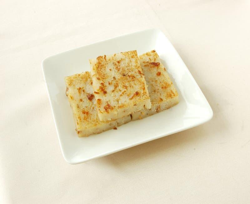Petit pâté blanc de radis frit par casserole images stock