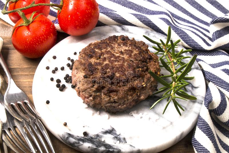 Petit pâté grillé d'hamburger de boeuf de l'Irlande du Nord photos stock
