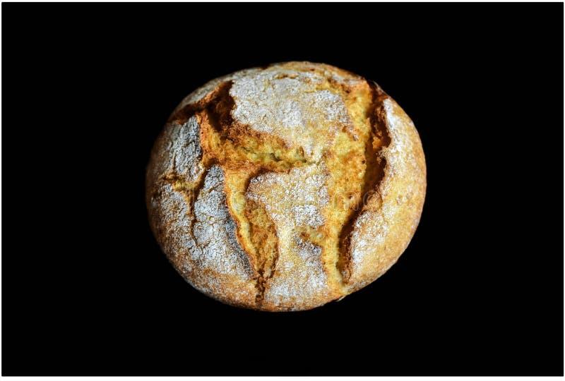 Petit pain avec de la farine là-dessus photographie stock libre de droits
