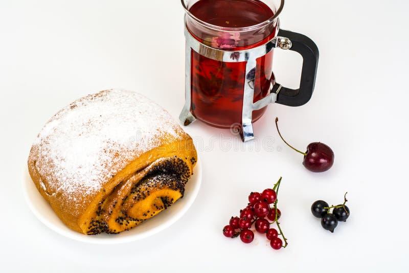 Petit pain avec Poppy Seeds et arroser le sucre en poudre photo libre de droits