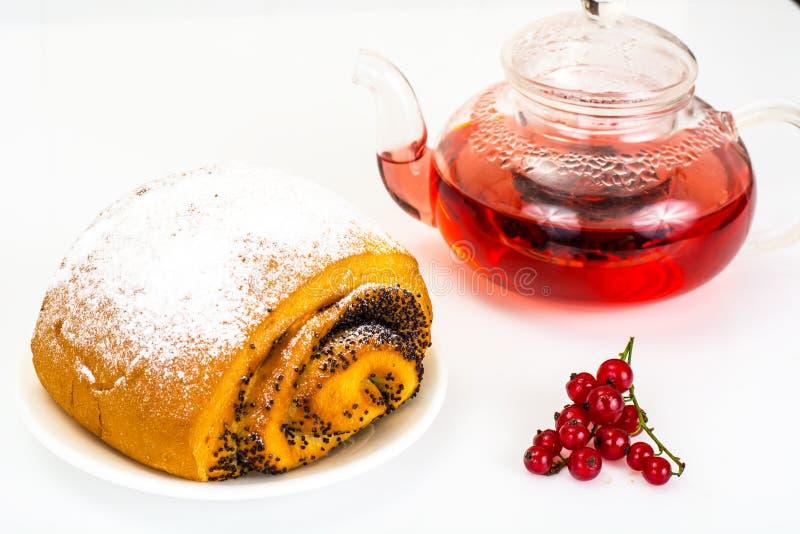 Petit pain avec Poppy Seeds et arroser le sucre en poudre image libre de droits