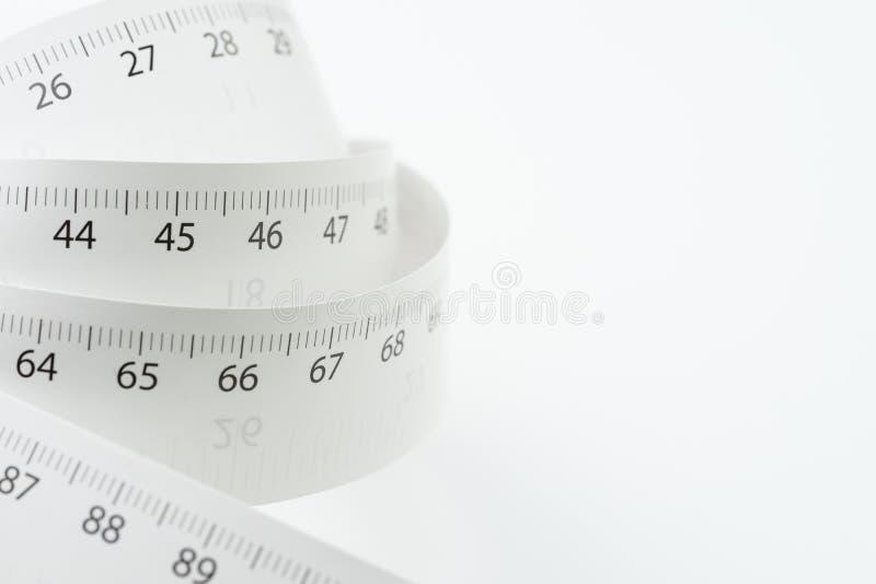 Petit pain blanc de bande de mesure avec le nombre du centimètre et du pouce i image libre de droits