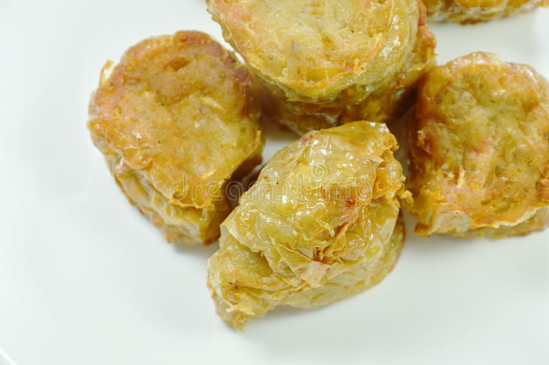 petit pain cuit à la friteuse croustillant de chair de crabe en farine de plat photos libres de droits
