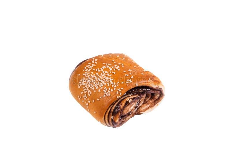 Petit pain délicieux de chocolat couvert de graines de sésame image libre de droits