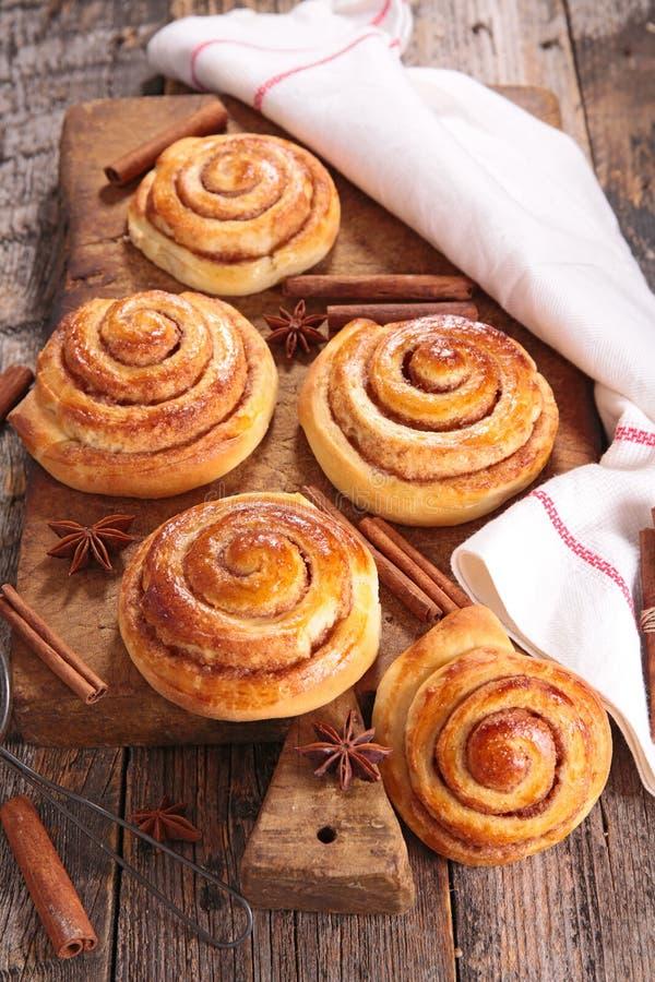 Petit pain de cannelle image stock