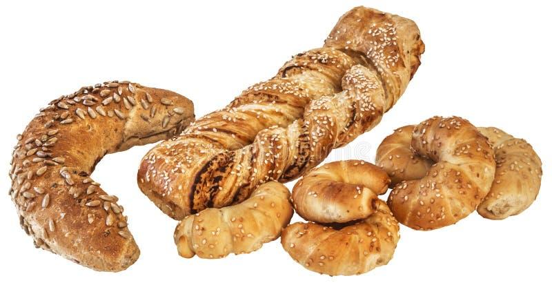 Petit pain de grain et croissant entiers Rolls de fromage de sésame avec la tresse de pâte feuilletée d'isolement sur le fond bla image libre de droits