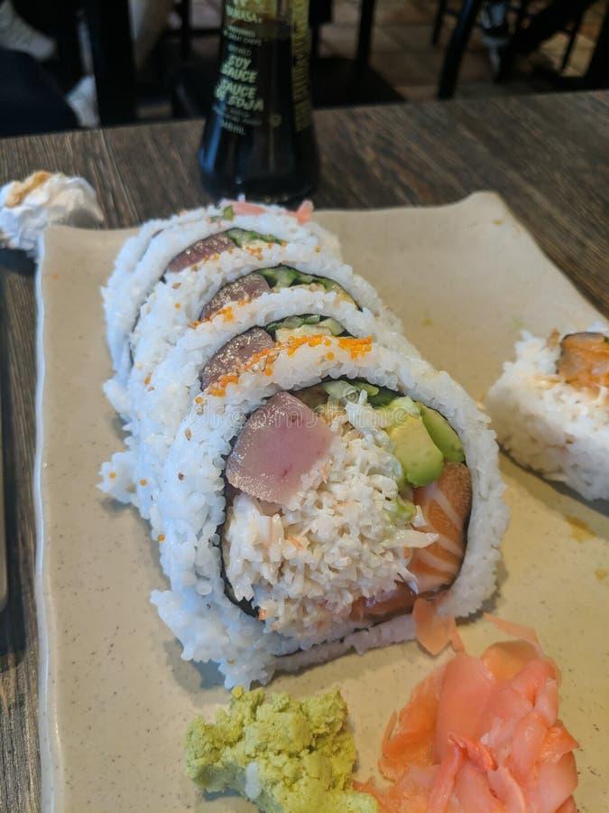 Petit pain de l'Alaska de sushi de Banzai photographie stock