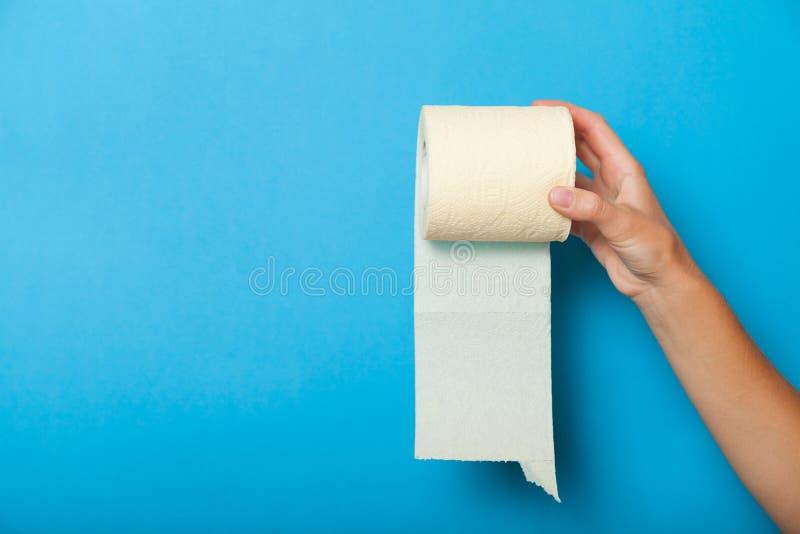 Petit pain de papier hygi?nique de tissu, concept propre de tissu images libres de droits