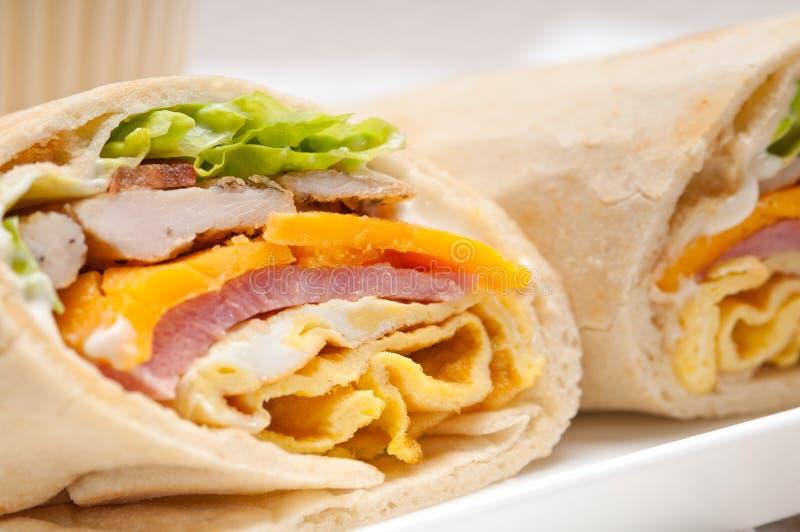 petit pain de pain pita de sandwich à club 3947791 photo stock