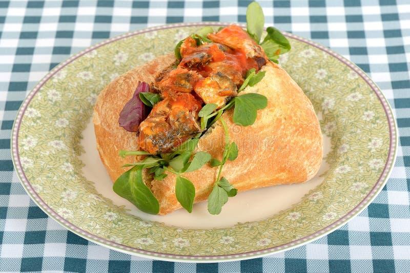 Petit pain de sardine d'un plat photo libre de droits