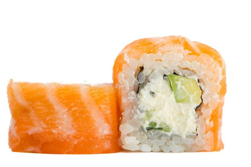 Petit pain de sushi avec des saumons d'isolement sur le fond blanc photo libre de droits