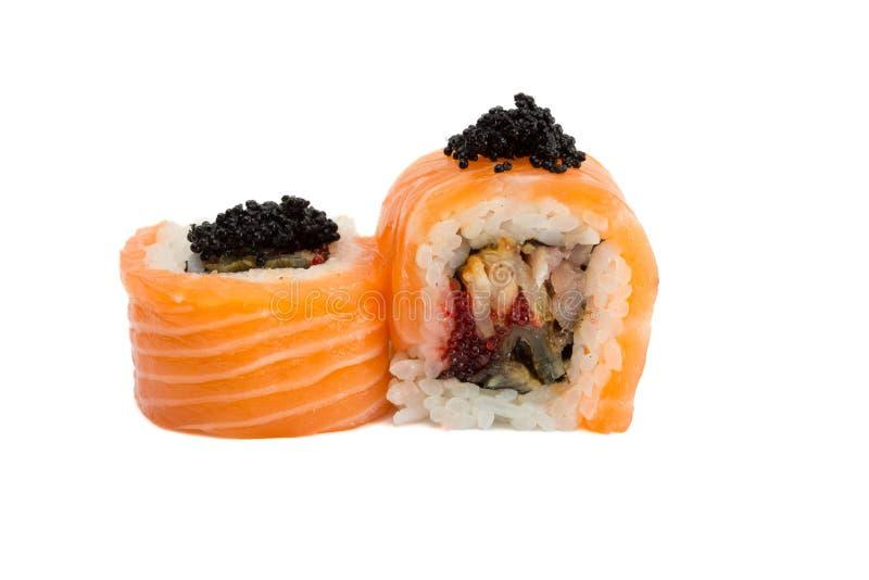 Petit pain de sushi avec des saumons d'isolement sur le fond blanc photographie stock