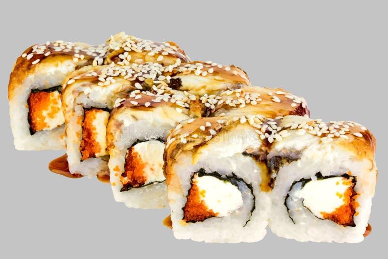 Petit pain de sushi de Philadelphie avec tobiko et sésame de caviar de Tobiko d'anguille et de sauce à unagi images stock