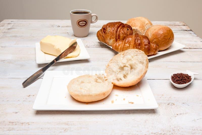 Petit pain dur et croissant images stock
