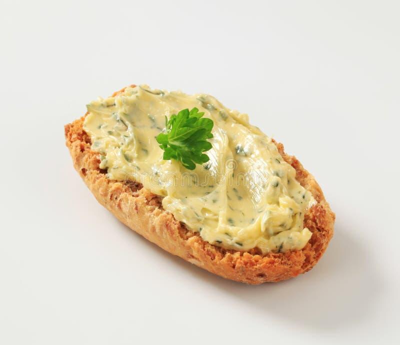 Petit pain et beurre persillé croustillants image stock