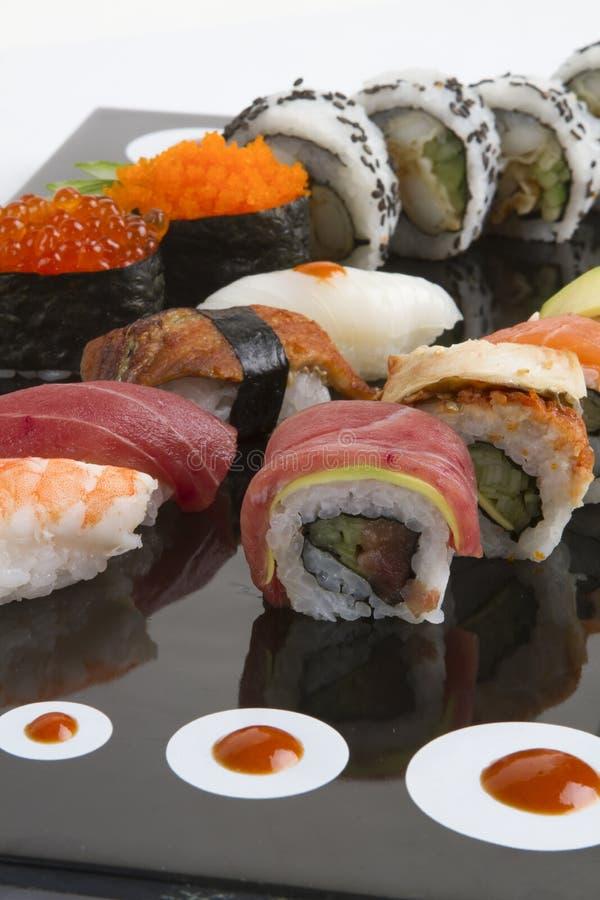Petit pain et sauce de sushi photographie stock