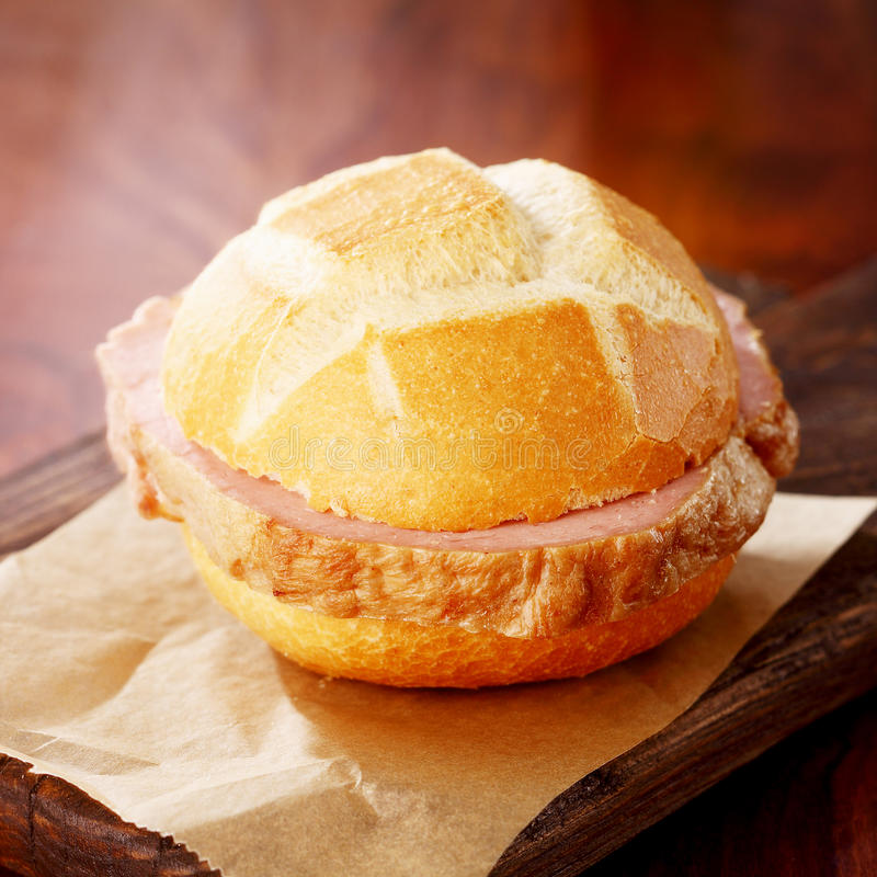 Petit pain fraîchement cuit au four et pain de viande allemand photos libres de droits