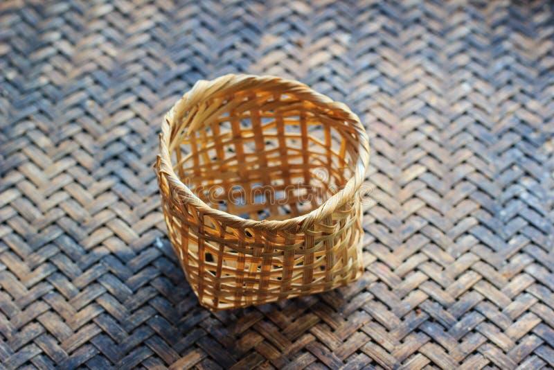 Petit panier en bambou photos libres de droits