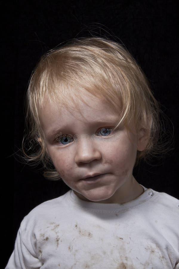 Petit pauvre enfant image libre de droits