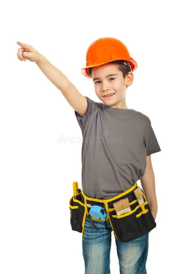 Petit pointage de garçon d'ouvrier de constructeur photos libres de droits