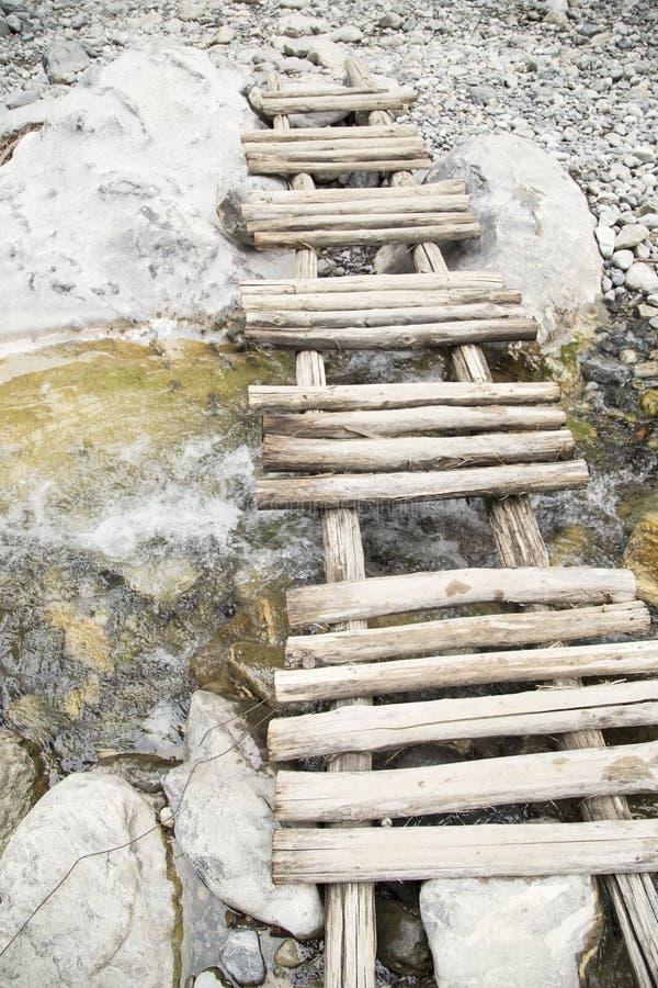 Petit pont en bois photo libre de droits