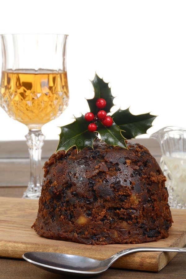 Petit pudding anglais de Noël de plan rapproché avec la cuillère image libre de droits