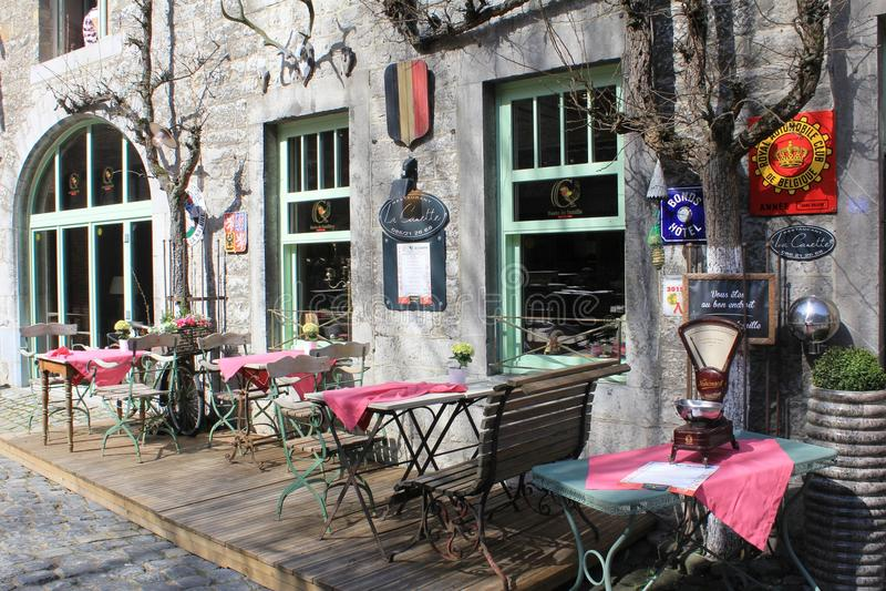 Petit restaurant extérieur dans Durbuy, Belgique image libre de droits