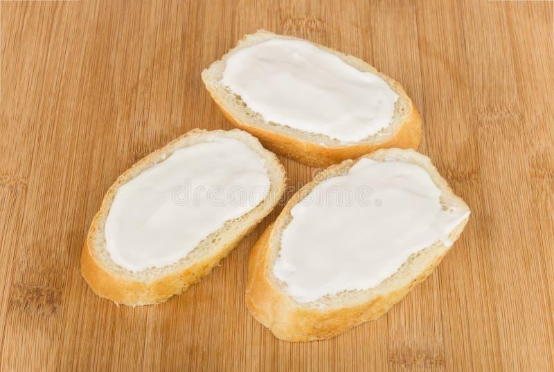 Petit sandwich trois avec du fromage fondu images libres de droits