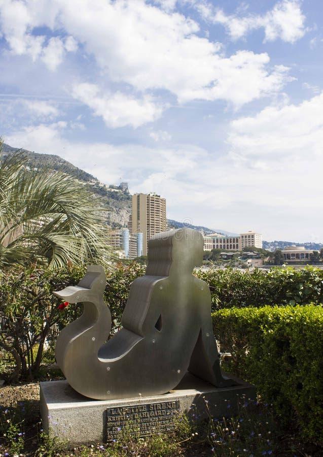 Petit sirene die van La van Monte Carlo, de baai van Monaco onder ogen zien royalty-vrije stock afbeeldingen